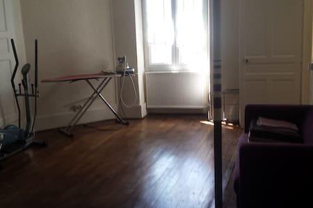 chambre dans maison de caractère - Laferté-sur-Aube