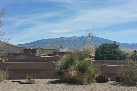 Cozy bedroom with great views! - Rio Rancho - Casa