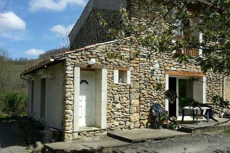 Maison en pleine campagne - House