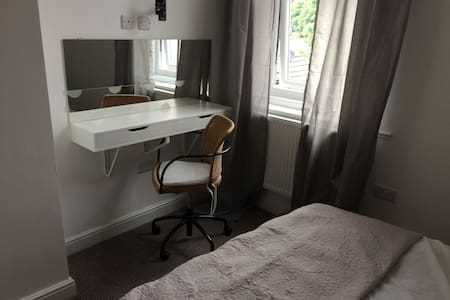 Ensuite Snug Room Regent Sq. - Doncaster - Townhouse