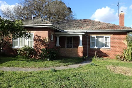 Mandall Avenue - peaceful creek frontage - Ivanhoe - Hus