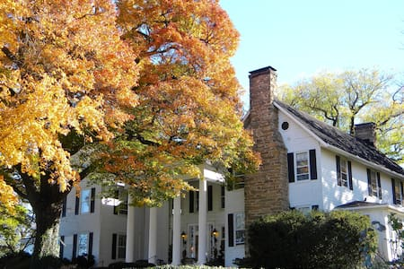 Black Horse Inn - The Garden Room - Warrenton - Bed & Breakfast