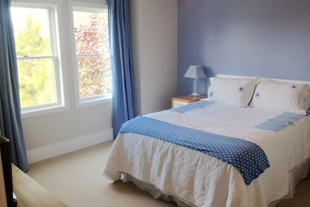 Dicksons B&B, Queen, sleeps 2 (+ 1) ensuite - Bed & Breakfast