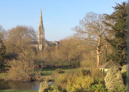 Salisbury Cathedral View - Casa