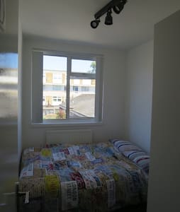 Simple clean room Central London - London - House