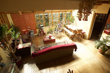 cosy sun-lit wooden chalet with plenty of greenery - Cusco - House