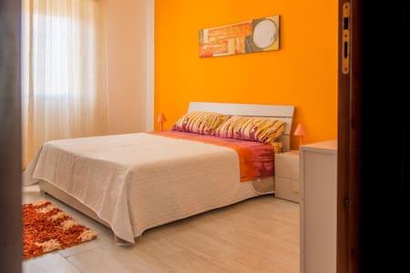 camera arancione ERICE mare - Apartment