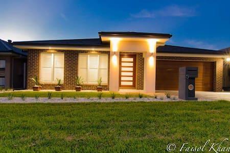 Brand NEW home!! Beautiful location - Hus