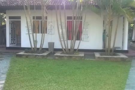 Induruwa House near Beach - Ev