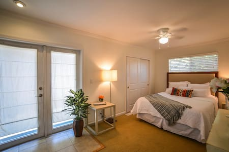 2BR Downtown Napa Escape with Hot Tub - Ház