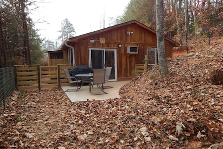 Brand new cabin: close to town, kid/pet friendly - Bryson City - Cottage
