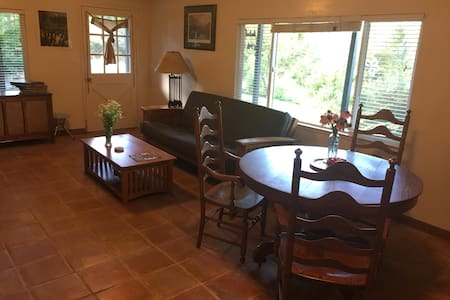 One Bedroom, Wineries, View, Great Outdoor Space - Placerville - Appartement
