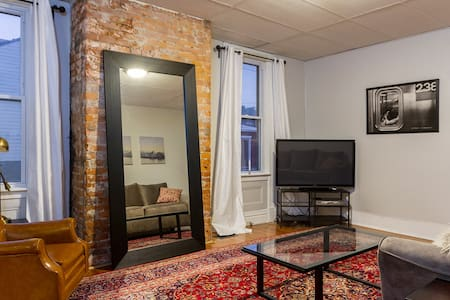Spacious getaway in Little Italy - Pittsburgh - Apartamento