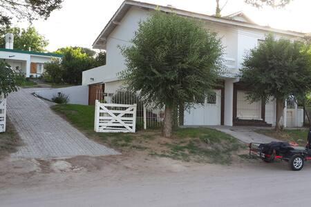 Casa Elena, Ubicada en el centro de Villa Gesell. - Haus