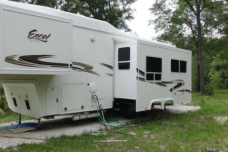 luxury private 32ft 5th wheel - Camper/Roulotte