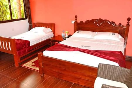 Homely hotel room with lavish decor - Egyéb