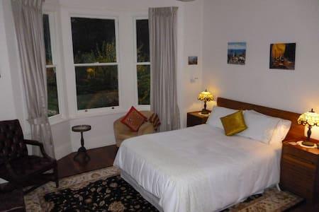 Lavender Garden Room - Bed & Breakfast