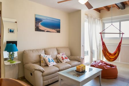 Wonderful flat!!: pool+garage+wifi - Leilighet