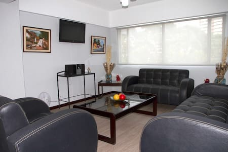 Modern & quiet apartment at Ave Las Americas. - Appartement