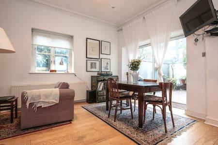 Spacious Double Bedroom in Camden