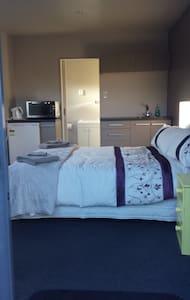 Sensational Sleep-out - Apartment
