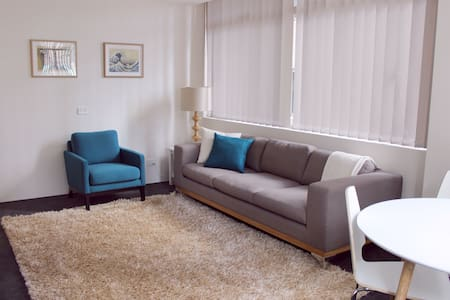 Circular Quay 2 Bed, 2 minutes walk to the ferry - Sydney