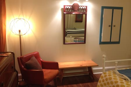 1 - Private Room in Hip Historic Home - Uptown - Saint John - Casa