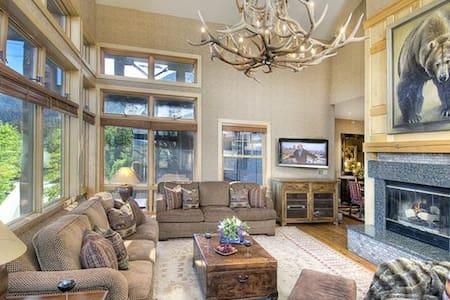 Cody House  - 4BR Condo + Private Hot Tub #1-A - Condominium