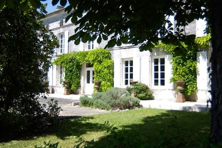 The Logis amongst the vineyards in Cognac - Casa