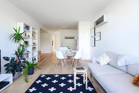 Spacious, Modern 2BR/1BA in Malvern - Apartament