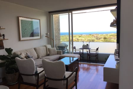 Light-filled beach apartment with ocean views - Maroubra