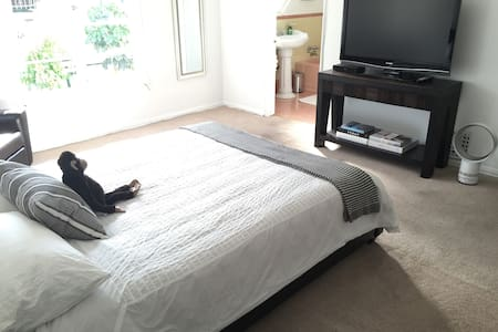 PRIVATE ENTRANCE, BEDROOM&FULL BATH - Los Angeles - Appartement