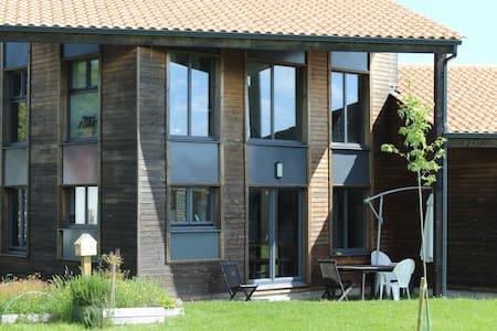 Grande maison en bois lumineuse - House