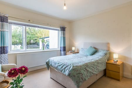 Double Room on the edge of the Yorkshire Dales - Guiseley - Casa