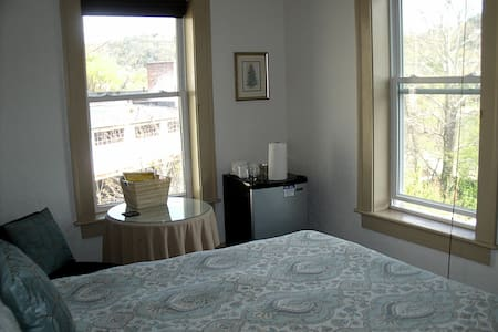 Downtown Asheville with a View - Best Value! - Asheville - Bed & Breakfast