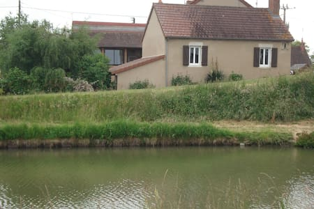Maison au bord du canal - Lamenay-sur-Loire - Haus