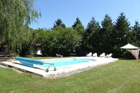 Gîte charmant avec piscine Montréal - Rumah