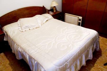Habitación con cama de matrimonio - Apartment