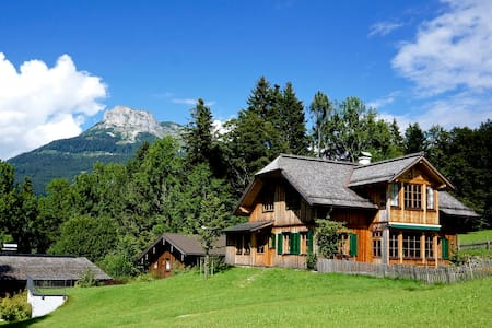 ALTAUSSEE LODGE - big, bright, new - pure living ! - House