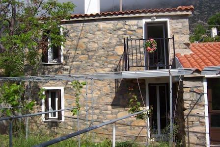 Ikarus House - Traditional stone built maisonette - Dom