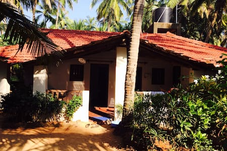 Budget Room in beach hut at Agonda - Canacona - Hut