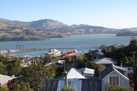 Peaceful, private, NZ port town - Rumah