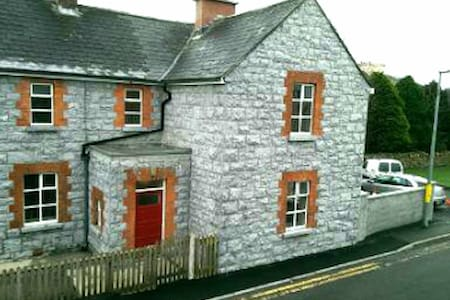 Old Station, all brand new and 13 mins to Galway - Townhouse