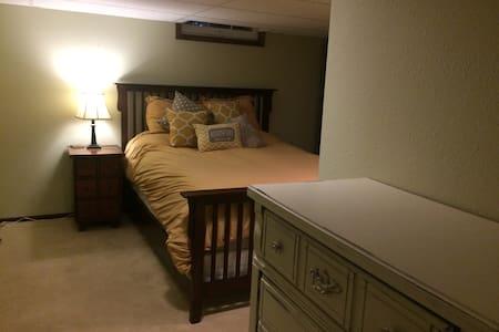 Private, Clean Basement Apartment. - Williston - Appartement