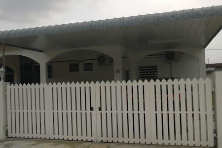Little White Cottage - Nibong Tebal - House