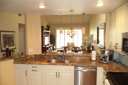 Beautiful 3 bedroom on the Golf Course - Palm Desert