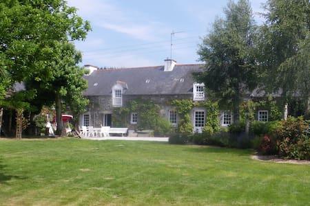 Longère bretonne rénovée - House