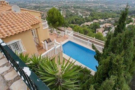 Stunning Villa with a private pool, sauna, wifi - Casa de campo