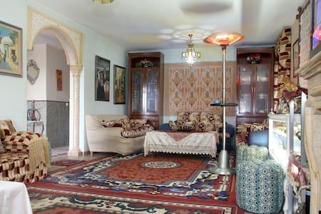 dos habitaciònes c/baño estilo arabe y  desayuno - Chalet