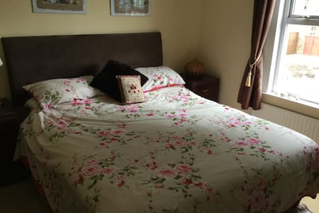 Comfortable welcoming family home - Wokingham